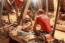 Na opravu střechy kostela lidé přispěli statisíci korun.