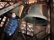 Farář Josef Pelc ve zvonici kostela Neposkvrněného početí Panny Marie v Uherské Brodě.