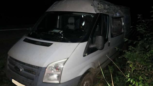 Řidič u Osvětiman boural poté, co se vyhýbal zvěři.