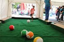 Fanzónu v Uherském Hradišti ve středu 24. června oživila také atrakce zvaná Snooker balls.