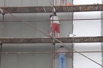 Zájemci o práci starší padesáti let mají nejvíce šancí uplatnit se ve stavebnictví či strojírenství.