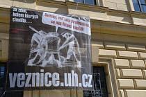 Za zdmi věznice utužovali svou krutovládu nacisté i komunisté.