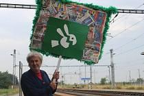 Tak jako se během války před sto lety vítali přijíždějící vojáci, tak také bude Ludvík Toman v rámci výstavy na nádraží v Nedakonicích vítat projíždějící vlaky.