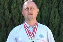 Střelec Stanislav Hromada z Medlovic na Velké ceně Rakouska ve střelbě z předovek vybojoval dvě medaile.