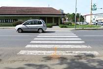 Dvaapadesátiletou ženu na pořechodu pro chodce v Bílovicích srazila řidička hyundaie. Chodkyně utrpěla zranění a musela být převezena do Uherskohradišťské nemocnice. K události došlo v úterý 12. května.