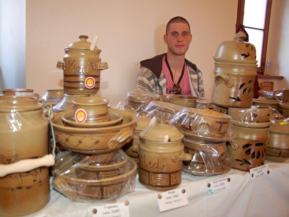 Šikovní výrobci v sobotu prodávali ve Strání.