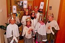 Tříkráloví koledníci ze Sušic se sešli vsobotu odpoledne na radnici súčastníky Svařákového pochodu přátelství zBabic.