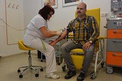 Odebírání vzorků na testy rakoviny varlat a prostaty v rámci akce Movember v Uherském Hradišti.
