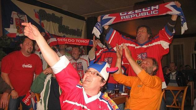 Fanoušci na Slovácku slavili vítězství českých hokejistů.