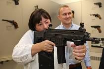 První dáma Ivana Zemanová na návštěvě v České zbrojovce v Uherském Brodě.
