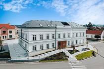 Stará škola v Kunovicích po obnově za 83 milionů korun. Stal se z ní další podnikatelský inkubátor.