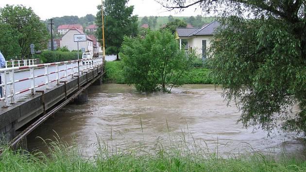 Voda v Olšavě stoupá, takový byl stav 8:45 v Podolí.