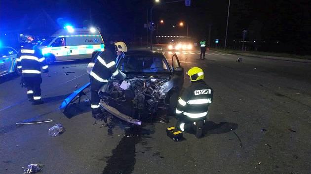 Dva zraněné si v sobotu 24. srpna v noci vyžádaly dvě dopravní nehody na Uherskobrodsku. Při nich se přímo v Uherském Brodě a v Bánově srazila nákladní auta s osobními vozidly.