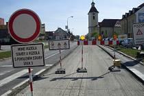Uzavírka začíná v Kunovicích a končí na hranici Zlínského kraje za Uherským Ostrohem.