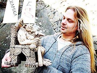 Josef Veselý tvoří fantaskní bytosti z šamotu.