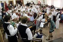NA BÁLE. V Buchlovicích se neděli uskutečnil první dětský krojový ples.