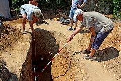 V závěru výzkumu Na Valách objevili archeologové unikátní hrob vysoce postaveného jedince, žijícího kolem poloviny 9. století.