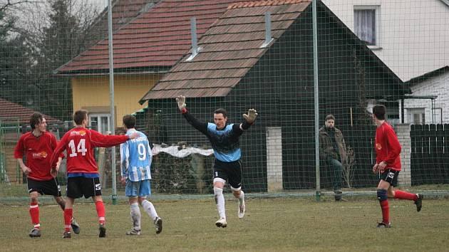 Miroslav Ondrůšek právě vstřelil gól