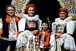 Krojový ples se také v Hluku stal událostí, při níž představili veřejnosti letošního krále a jeho družinu. Došlo k tomu v sobotu 22. února večer v tamní sportovní hale. Foto s letošním hluckým králem Markem Šuránkem.