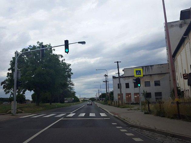 Semafor na Pivovarské ulici v Jarošově jede 24 hodin denně.