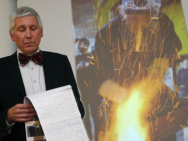 Ak. sochař Otmar Oliva získal cenu Pro Amicis Musae, kterou obdržel v úterý 1. prosince ve zlínském klubu Alternativa.