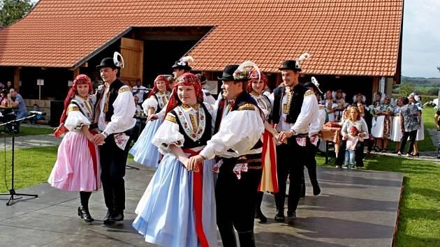 Předhodový pořad s názvem Eště byly štyri týdně do hodů přilákal do Babic především milovníky folkloru.