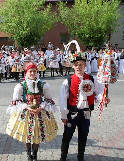Soutěžní pár číslo  26 - Michaela Jančová a Martin Stojaspal, Dolní Němčí, starší stárci na hodech 5. - 6.května.