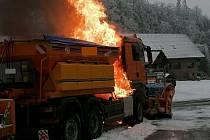 Požár sypače u motorestu Samota.