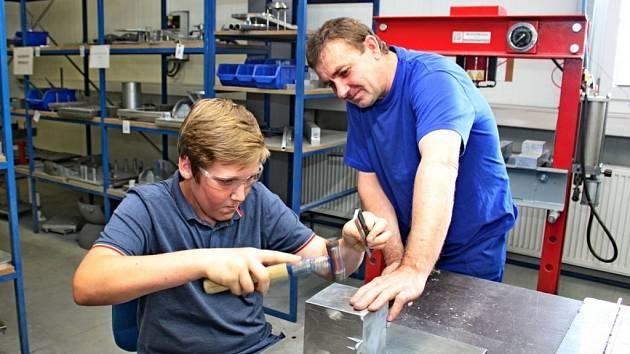 Školáci v Tupesích zkoumali strojní řemeslo.