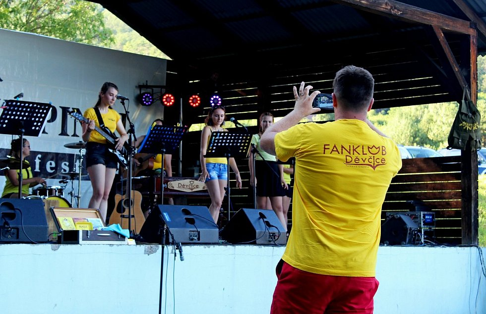 Osmnáctý ročník folkového festivalu Břestecký Pinkl
