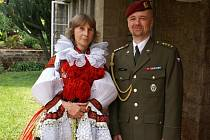 Velvyslankyně Margita Fuchsová ve vlčnovském kroji.