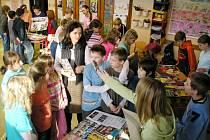 Školáci své výtvory přeedváděli ostatním dětem.