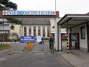 Uherskohradišťská nemocnice v těchto dnech otevřela nové parkoviště ve svém areálu, plocha pojme až 130 vozidel.