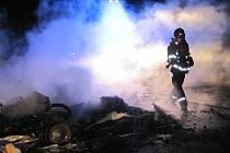 Torzo lidského těla našli hasiči při likvidaci hořícího obytného přívěsu v Korytné.