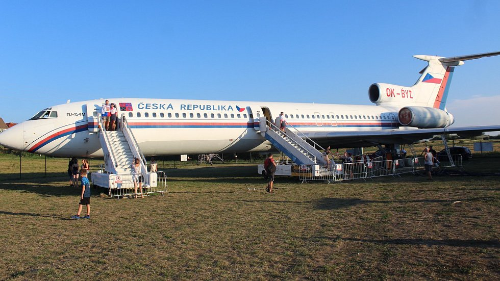 Naganský expres, tedy letadlo, které dopravilo vítezný hokejový tým z olympijského Nagana, dokončil svůj Velký přelet a otevřel svůj interiér veřejnosti v Leteckém muzeu v Kunovicích.