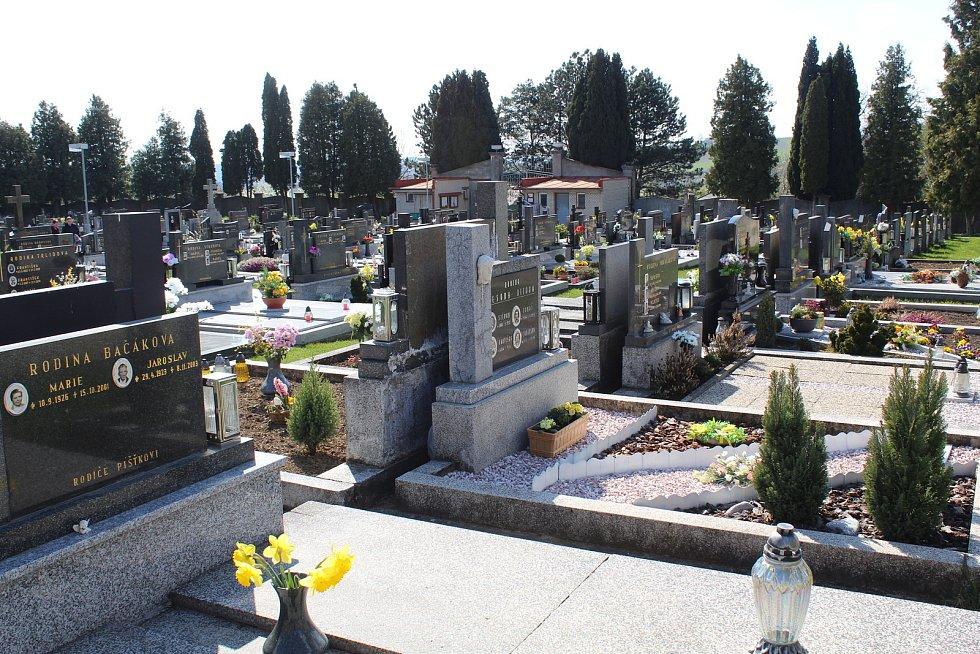 Prohlídka obce Ořechov. Hřbitov.