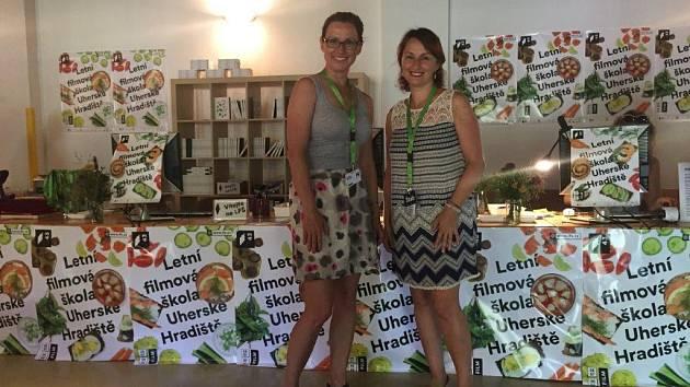 Poslankyně Kristýna Zelienková (vlevo) s ředitelkou LFŠ Radanou Korenou.