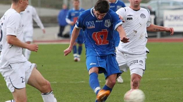 Oba soupeři na sebe narazili naposledy 16. listopadu roku 2008. V Ústí nad Labem tehdy Slovácko utrpělo debakl 0:4. Určitě jej má v živé paměti i Lukáš Kubáň (vpravo) .