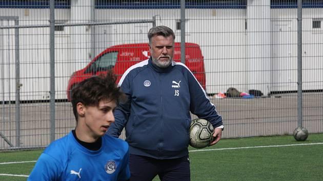 Trenér fotbalistů Slovácka B Jiří Saňák při tréninku.