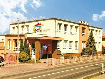 Základní a mateřská škola Jarošov.