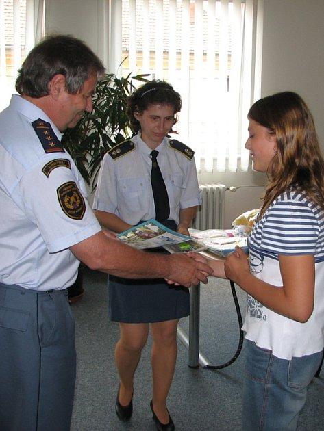 Mladí hasiči byli odměněni.