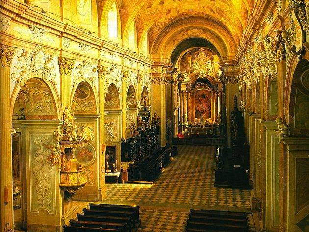 Již je vypsáno výběrové řízení na veškeré stavební, konzervátorské a restaurátorské práce, které jsou naplánovány v prostorách hlavního oltáře a příčné lodi.