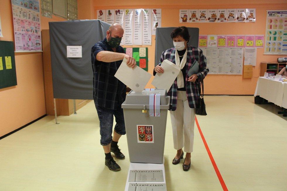 Volby v učebnách Základní a umělecké školy v Dolním Němčí