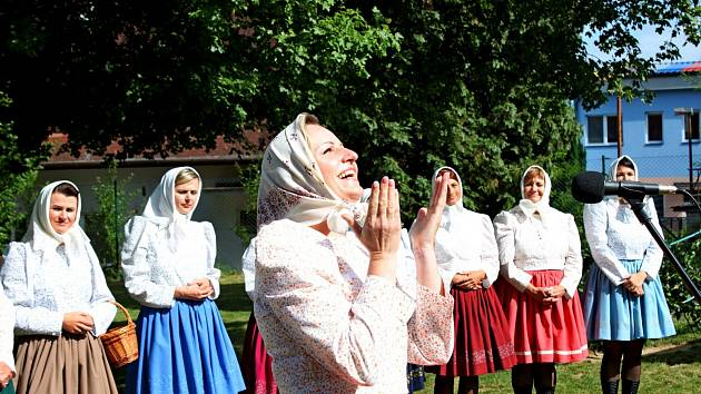 Drmolice z Polešovic sbabkou kořenářkou přišly dívkám i ženám na pomoc, když na ně přijde toužení jako velká moc.