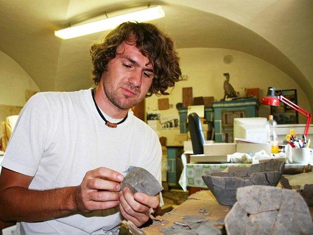 Archeologové při výzkumu v okolí Březolup.