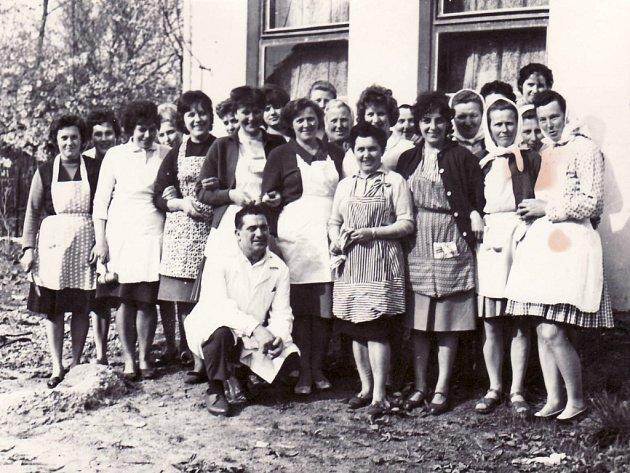 Kurz vaření ve Veletinách v roce 1965.