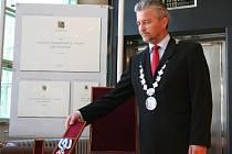 Hejtman Zlínského kraje Libor Lukáš má novou insignii.