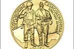 Na lícní straně medailonu stojí na pozadí siluety Československé republiky společně americký a sovětský voják.