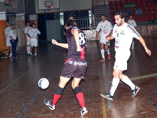 Vítězem letošního ročníku Stavescupu se stal prostějovský tým Griffins (v tmavém), který nejprve v semifinále zdolal domácí Borovička team (v bílém) a ve finále pak i Košice (v pruhovaném). Souboj o 3. místo mezi Mistry z Uherského Brodu a Borovička teame