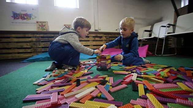 Výstava stavebnic Festival IQ Play v kongresovém centru  REC Group ve Starém Městě.